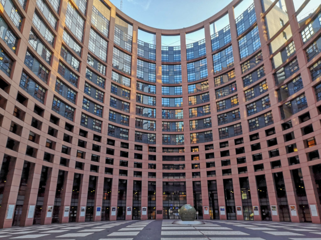 cladirea parlamentului european stasbourg franta