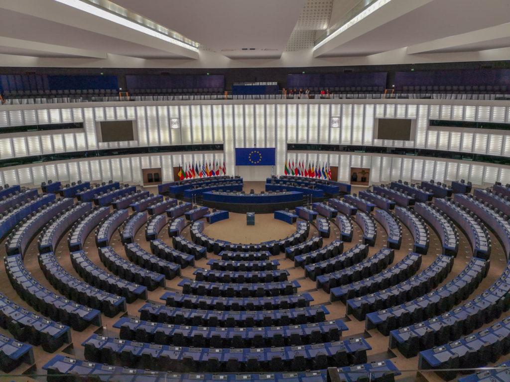 cladirea parlamentului european stasbourg franta hemiciclu sala plenara parlamentul european