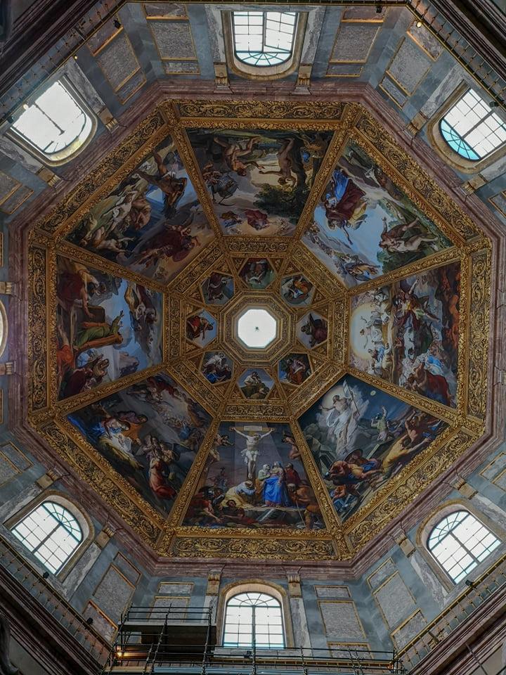 capela medicee - florenta - tavan ornamentat - locul unde este ingropata familia medici- italia